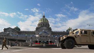 شاهد: تعزيرات أمنية مشددة على المباني الرسمية في الولايات المتحدة قبل مراسم تنصيب جو بايدن