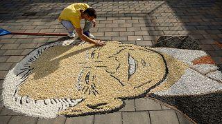 الفنان الكوسوفي ألكنت بوزهيغو يعرض بورتريه للرئيس الأمريكي المنتخب جو بايدن من الحبوب والبذور