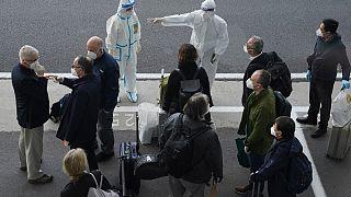 Gli esperti dell'OMS al loro arrivo all'aeroporto di Wuhan, Cina centrale, il 14 gennaio 2021