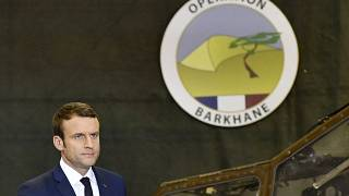 Le président français Emmanuel Macron en visite auprès des soldats français basés à Gao (nord du Mali), le 19/05/2017