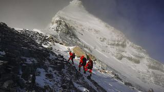 عکس تزئینی از ارتفاعات همیالیا در راه صعود به اورست