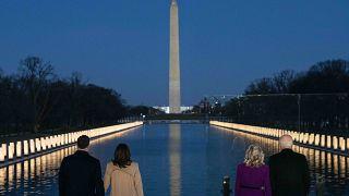 La commemorazione delle vittime del Covid al Lincoln Memorial