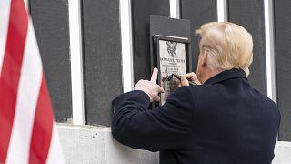 دونالد ترامپ در آستانهٔ خروج از کاخ سفید
