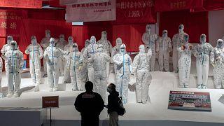 معرض حول مكافحة الصين لفيروس كورونا في مركز المؤتمرات كان يستخدم كمستشفى مؤقت للمرضى في ووهان.