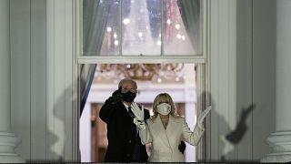 Joe Biden accanto alla moglie Jill