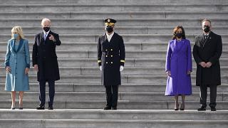 الرئيس جو بايدن وزوجته جيل ونائبة الرئيس كامالا هاريس زوجها دوج