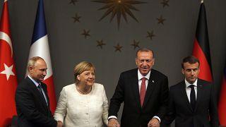 الرؤساء الفرنسي والتركي والروسي والمستشارة الألمانية في صورة أرشيفية