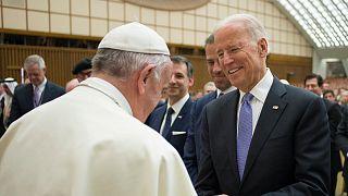 جو بایدن در دیدار با پاپ فرانسیس در سال ۲۰۱۶