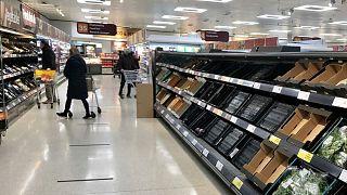 قفسه های خالی در سوپرمارکت های ایرلندشمالی