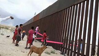 Fődíjas mérleghinták az amerikai-mexikói határon
