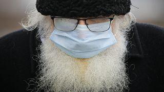 دول وحكومات تفرض ارتداء الكمامات في الاماكن العامة منذ انتشار فيروس كوفيد-19
