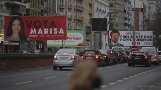 Carteles de candidatos a la elección presidencial en una calle de Lisboa, Portugal 19/1/2021