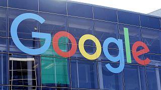 Archives : le logo de Google sur l'un des bâtiments du géant du web sur son quartier général à Montain view en Californie, le 24 septembre 2019