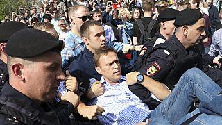 """بروكسل تطالب بوتين بـ""""الإفراج فورا"""" عن المعارض نافالني الخصم اللدود لبوتين"""