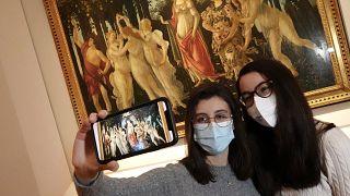 """Selfie vor Boticellis """"Primavera"""": Wiedereröffnung der Uffizien in Florenz"""