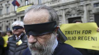 Una protesta di Amnesty International per chiedere verità per Giulio Regeni a Milano nell'aprile 2016