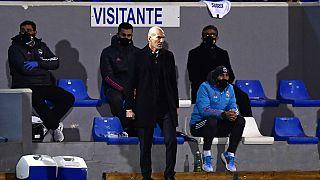 Zinedine Zidane koronavirüse yakalanması sebebiyle bu hafta oynanacak La Liga maçında takımın başında yer alamayacak.
