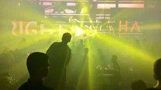 Wuhan : ambiance post-Covid dans les discothèques un an après sa mise en quarantaine