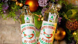 Estonic Soda, a bebida engarrafada de essência de árvore de natal