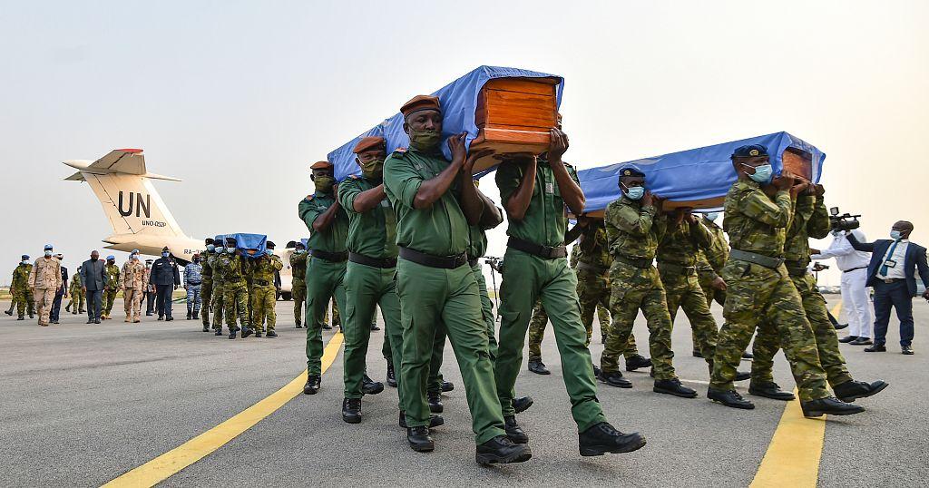 Les corps des quatre casques bleus ont été rapatriés   Africanews