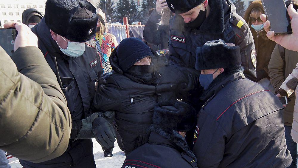 الشرطة الروسية توقف عدداً من المحتجين الذين تظاهروا في موسكو دعماً لنافالني  | Euronews