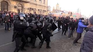 Riot police beat, detain pro-Navalny protesters.