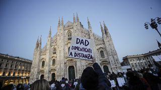 Акция за возобновление очного обучения в Милане 8 января 2021