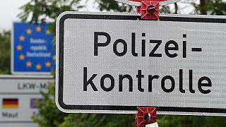 Straßenschild am Grenzübergang
