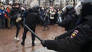 Πάνω από 3.000 συλλήψεις στη Ρωσία