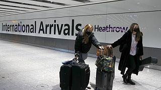 Avrupa'nın en işlek havalimanı Heatrow'dan bir kare. Covid-19 salgını sonrası dünya genelinde havayolu taşımacılığı yüzde 90 oranında azaldı.