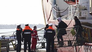 Las autoridades italianas realizaron Test COVID para todos los inmigrantes del Ocean Viking antes de pisar tierra siciliana.