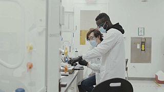 Covid-19 : Moderna annonce que son vaccin protégerait contre les variantes