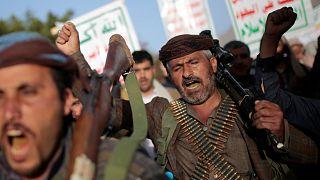 تظاهرة مسلحة حاشدة في صنعاء تنديدا بتصنيف الحوثيين منظمة إرهابية