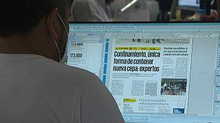 Un periodista del diario mexicano El Universal trabajando
