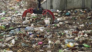 Bulgaristan'daki İskar Nehri'nden 600 bin tona yakın çöp çıkartıldı