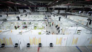 Almanya'nın başkenti Berlin'de kurulan bir Covid-19 aşı merkezi