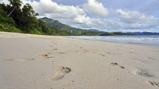 Fußspuren am Strand