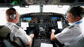 دو خلبان آمریکایی، عکس تزئینی