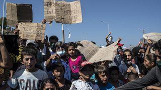 Migranten auf Lesbos protestieren nach dem Lagerbrand von Moria.