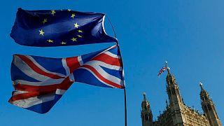 پرچم اتحادیه اروپا و بریتانیا در لندن