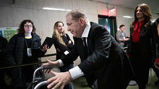 منتج أفلام هوليوود هارفي واينستين يغادر المحكمة في نيويورك