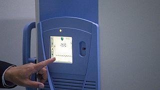 Vakcinák tárolására használt hűtő Kolumbiában - ehhez hasonlóból több mint száz van a kínai raktárban
