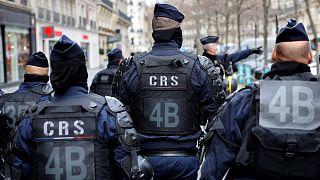 Des CRS de la police nationale française, lors d'une manifestation de professeurs et d'étudiants, le 26 janvier 2021 à Paris