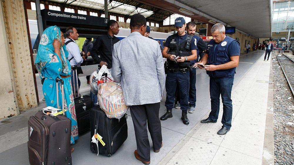 """""""Contrôles au faciès"""" par la police : l'État français sommé d'y mettre fin"""