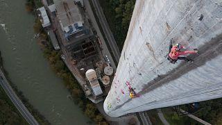 "Janja Garnbret e Domen Skofic durante o projeto ""360 Ascent"""