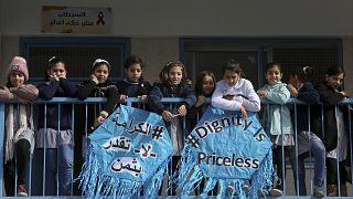 تلميذات فلسطينيات في مدرسة في غزة خلال إطلاق حملة لدعم وكالة غوث اللاجئين الفلسطينيين (الأونوروا). 2018/01/22