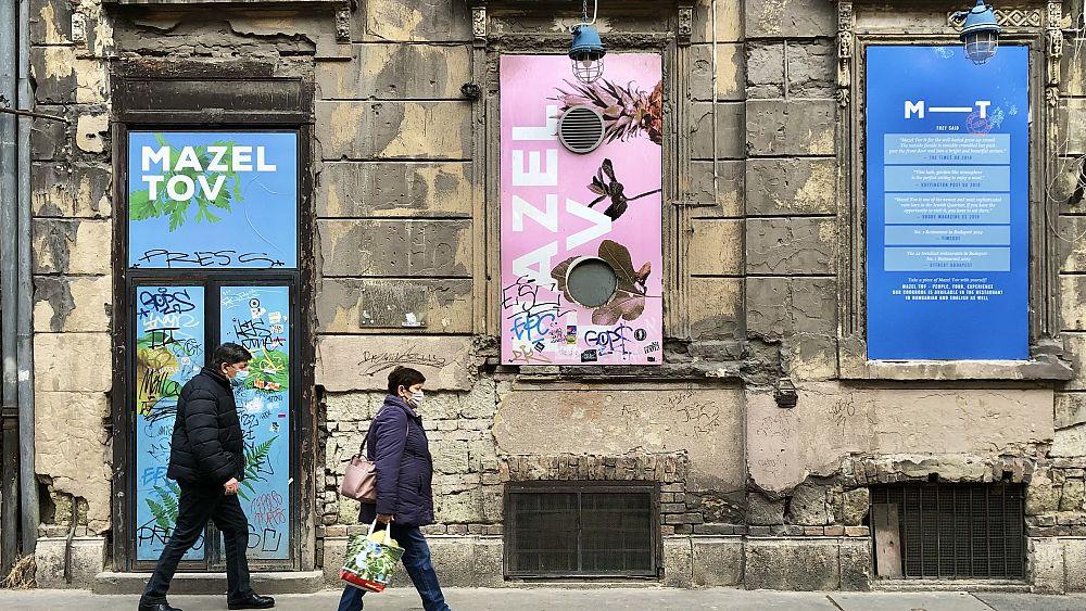 Zárva a bulinegyed, most csendes sétán emlékezhetünk a gettó utcáin a holokauszt áldozataira