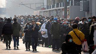 صف انجام آزمایش تشخیص ویروس کرونا در پکن
