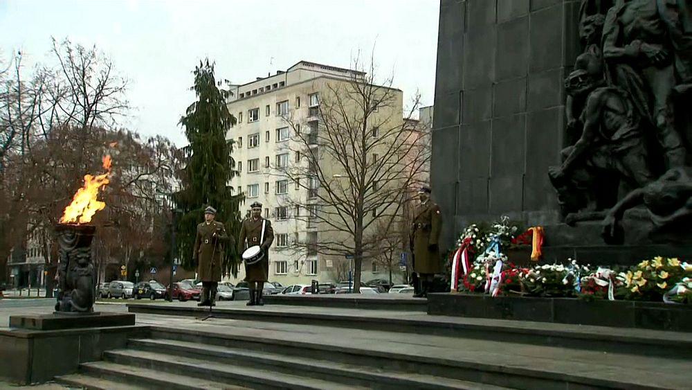 A holokauszt áldozataira emlékeznek Varsóban