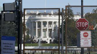 صورة من الارشيف - سياج أمني يحيط بالبيت الأبيض في واشنطن